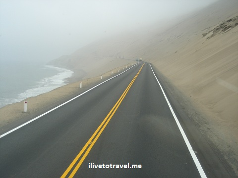 Road from Lima, Perú along the Pacific coast heading north