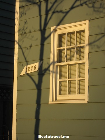 Tree shadow onto an old building in Georgetown, Washington, D.C.